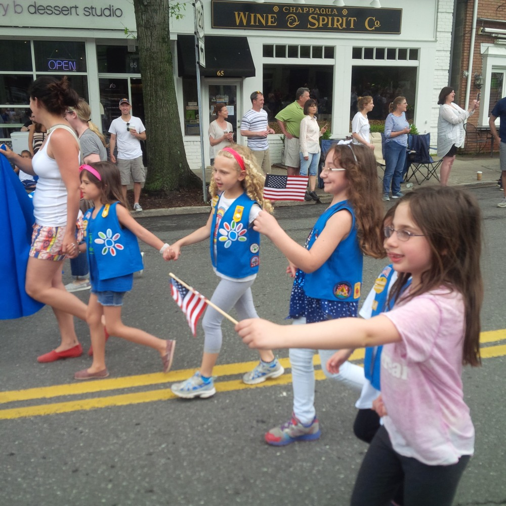 PARADE GIRL SCOUTS.jpg